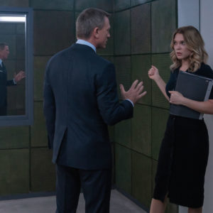 B25_16762_RC3 James Bond (Daniel Craig) in discussion with Dr. Madeleine Swann (Léa Seydoux) in  NO TIME TO DIE,  a DANJAQ and Metro Goldwyn Mayer Pictures film. Credit: Nicola Dove © 2019 DANJAQ, LLC AND MGM.  ALL RIGHTS RESERVED.